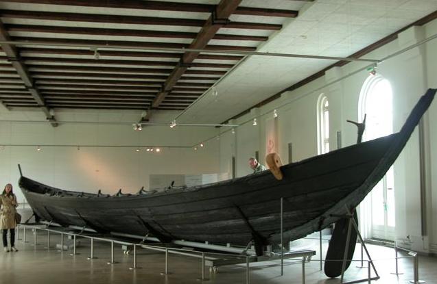 https://commons.wikimedia.org/wiki/File:Nydamboat.2.jpg